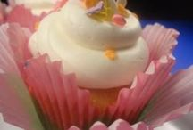 Cupcakes / Everything to do with the little cakes.....holders, stands, decor, recipes / by Marian Julius