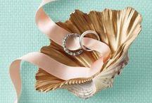 Engagement Rings & Wedding Bands / by Jeannie Skjonsberg