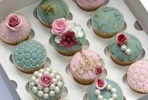 Cupcakes and Cake Pops / by Vicky Raymond