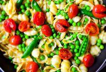 Veggie & Vegan Yum! / by Emily Dunkel