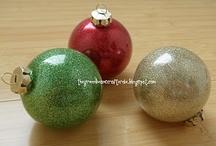 Christmas ideas / http://greeneyed.com/2011/12/paper-towel-roll-stars/ / by Rava C