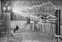 #FuTuRaMa / historia tecnología + historia ingeniería + historia del progreso tecnológico + historia de la innovación + historia del futuro   @BiblioUPM / by BiblioUPM