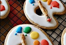 Cookie Art / Take a look at these beautiful cookies - almost too pretty to eat. I admire anyone with the skill and patience it takes to do this type of decorating / by Linda Johannsen