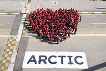 Dünyanın kalbi, Kuzey Kutbu'yla atıyor. / İstanbul'daki etkinlikle aynı anda Buenos Aires'ten Bangkok'a dünyanın 280 şehrinde 10 binden fazla kişi 'I ♥ Arctic' (Kuzey Kutbu'nu seviyorum) yazan insan pankartları oluşturarak hükümetleri Kuzey Kutbu'nun hassas tabiatını koruma altına almaya çağırdı. / by Greenpeace Türkiye