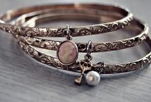 :: BIJOU :: / Les bijoux secrètement désirés... Fins et discrets...  / by Anne-Laure Alain