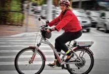 Vá de bicicleta! / Em tempos de aquecimento global, finalmente ela cresceu e apareceu. Mais que um veículo de lazer, brincadeira de criança, a bicicleta pode nos ajudar a viver em cidades mais despoluídas, sem engarrafamentos e, sobretudo, agradáveis: http://abr.io/3Vst / by Planeta Sustentável