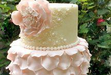 Cute cakes / by Viviana Mares