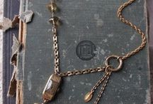 Collares/Necklaces / by Lourdes