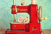 Vintage Sewing machines / Vintage Sewing Machines, mainly Singer / by El Unicornio Feliz