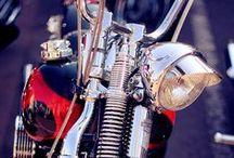 Motorbikes / by Actitud 31