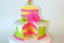 Cakes For Girls / by Maria Ferrer Esteves