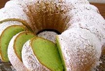 Cakes & Cookies / by Jackie Albasini