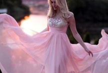 Elegant Dresses  / by Byanca Cherubini