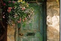 I love doors and windows / by Desirée Boom