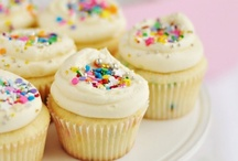 Cupcakes / by MadeWithPinkBlog