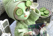 dolling up dolly / (cosmetics, beauty, broads, baubles, frocks, floss, and fandangles) / by Katrina Calavera