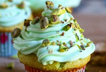 Cupcakes and muffins / by Lisa Minor