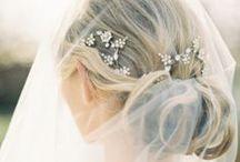 Bridal Accessories / Kettinkje hier, armbandje daar... Een meterslange kanten sluier of een hippe tulle haarversiersel. Alles wat glittert en sprankelt verzamelen we hier. Van de tofste pumps tot de mooiste lingerie... / by Covers Couture Bruidsmode