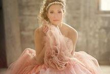 Pastel Wedding / Zachtroze, lila, hemelsblauw en roomwit... De combinaties zijn eindeloos! Een bruiloft vol pasteltinten ziet er altijd prachtig uit! / by Covers Couture Bruidsmode