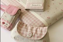 MONEDEROS - CLUTCHS - PURSES  / by Maribel Morata Patchwork & Crafts