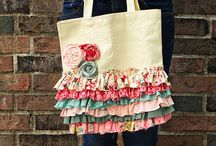 sewing - bags, purses & totes / by Wendy Moeller