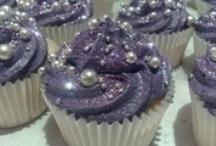 cake decorating / by Sandra de Jager
