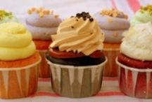 Cupcakes & Muffins / by Monica (Retro Cake)