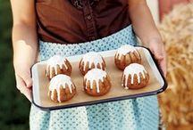 Bundts & Pound Cakes / by Monica (Retro Cake)