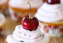 Food - Cupcakes!! / by Jamie @ Love Bakes Good Cakes
