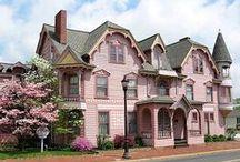 Victorianna's Rose Cottage / by Ilka Ingleton