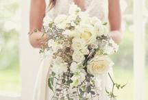 Wedding flowers / Wedding #flowers, #wedding #centerpieces, wedding #bouquets / by Brin de poésie