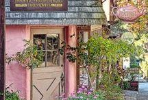 Shops & Storefronts / by Cheryl Miller