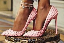 OMG SHOES / by Veronica Torres
