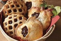 Pie Dreams / How to make pretty pies and pie crusts / by Penelope Guzman