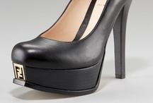 Shoes / by Melanie Pérez
