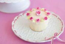Cupcakes / Lindos cupcakes    / by Gisela Campana Pinheiro