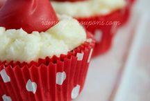 mini cakes  / by Jenna
