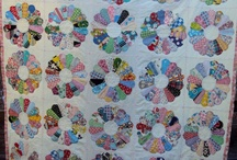 Quilt :  Dresden plate designs / My favorite pattern.  I own some of these!  / by Mary McIntosh