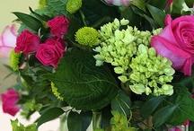 Flower Arrangements - Tablescapes / by Helen Davis
