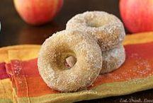 Food - Donuts & Sweet Rolls / by Hannah Mueller