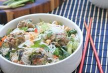 Food - Asian Pasta & Soup / by Hannah Mueller