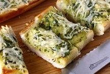Food - Appetizer (Crustini & Garlic Bread) / by Hannah Mueller