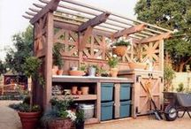 Potting Bench / by Laura Pole-Tree