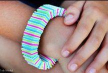 JOYAS con PLÁSTICO-PLASTIC JEWELRY / Tutoriales e ideas para hacer pequeñas joyas con este material / by Andaira- Esquemas de Bisutería y Manualidades