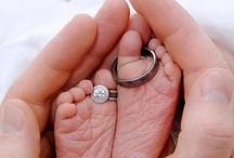 Promises Ringen / Een trouwring is meer dan het symbool van verbondenheid. De ringen van Promises weerspiegelen het unieke en duurzame karakter van de liefde tussen twee mensen. Daarom ontwikkelt en vervaardigt Promises alle modellen in eigen beheer. Verfijnde nuances in het ontwerp kenmerken de Promises ringencollectie. Onze ervaren goudsmeden werken uitsluitend met 14 of 18-karaat wit- en geelgoud. / by Laurens ten Hagen
