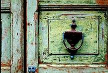 Door & Balcony / by Fabiana Zanetti