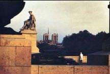 """Αγορa / """"Pour le parfait flâneur, pour l'observateur passionné, c'est une immense jouissance que d'élire domicile dans le nombre, dans l'ondoyant, dans le mouvement, dans le fugitif et l'infini. Être hors de chez soi, et pourtant se sentir partout chez soi ; voir le monde, être au centre du monde et rester caché au monde ...etc."""" Charles Baudelaire, Le Peintre de la vie moderne », dans Le Figaro, 1863. / by Reiner Gogolin"""