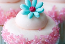 Cupcake Fabulousness / Beautiful cupcakes, incredible cupcake recipes, cupcake designs, cupcake ideas, cupcake decorating inspiration, and cupcake decorations to die for! / by Mary Jo Cameron