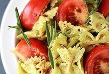 DELISH foods  / by Jaleah Thompson Tuttle