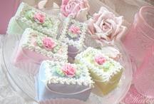 Everything Cakes / by Carolyn Hyatt